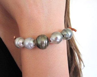 Tahitian Pearls Leather Bracelet, Leather and Black Pearl Bracelet, Leather and Pearls Bracelet, Pearl Bracelet, Pearls and Leather Jewelry