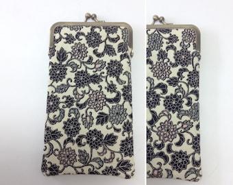 Eye glass case/ Smartphone case /Vintage Japanese kimono fabric case /Sun glass case / Hand-made 68