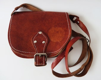 Vintage 70s Leather Saddle Bag Small Shoulder Bag Caramel Brown Bag Thick Leather Bag Genuine Leather Bag Crossbody Purse Boho Festival Bag