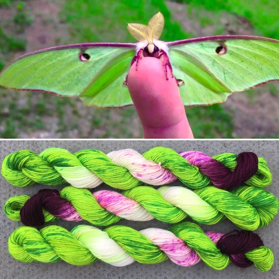 Luna Moth 20g, green purple merino nylon UV reactive speckled sock yarn miniskein