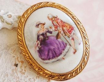 Vintage Victorian-Style Waltz Cameo Brooch