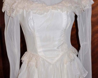 Vintage 1920's White/Vanilla Wedding Gown With Long Sleeves and Lace Neckline, Antique Wedding Gown, 1920's Wedding Dress, White Bridal Gown