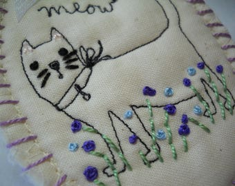 Kitty brooch, cat brooch, pet jewelry, cat jewelry, pet lover gifts, Cat lover gifts, cat pin, cat lapel pin, pet pin