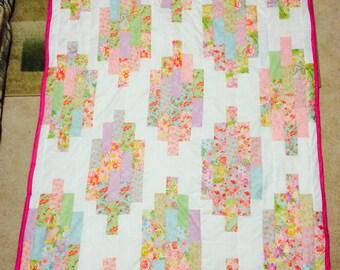 Twin size lantern quilt
