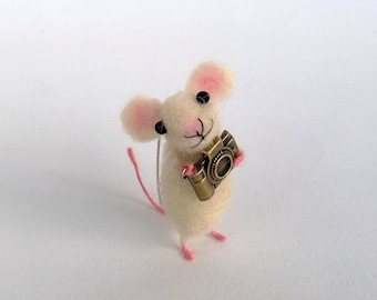 Mouse with camera brooch Needle felt mouse accessory Eco friendly Jewelry Tiny animal pin Darling gift Miniature mouse Woolen art sculpture
