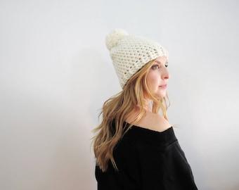 Crème Pom Pom chapeau. Chunky Pom Pom Beanie. Bonnet blanc. Femmes Pom Pom chapeau. Chapeau d'hiver femmes. Chapeau de Crochet Ivoire. Bonnet en crochet.