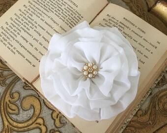 White Flower Brooch.White Flower Hair Clip.White Flower Pin.Chiffon.headpiece.bridal hair piece.hair accessory.fascinator.large white flower
