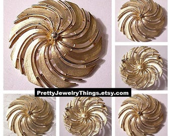 Sarah Coventry Windmill Slotted Round Bead Pin Brooch Gold Tone Vintage Smooth Thin Ribs Curved Wide Brushed Bands