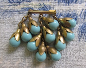 Circa 1920s gold-tone chain link heavy turquoise glass bead drop brooch, trombone clasp
