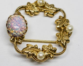 Charming gold tone round pin