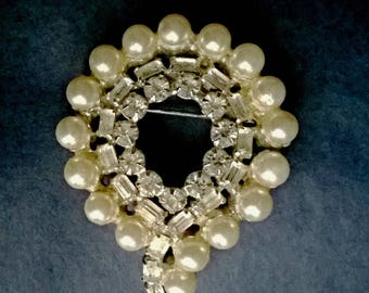 Rhinestone and Faux Pearls Vintage Pin / Brooch