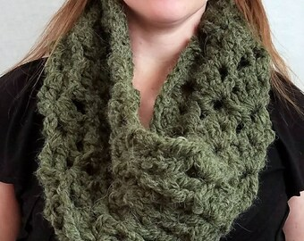 Ready to Ship Crochet Green Cowl|Loop Scarf|Neckwarmers|Neck Warmer|Chunky Cow|Crochet Cowl|Circle Scarf|Alpaca Yarn|Infinity Scarf