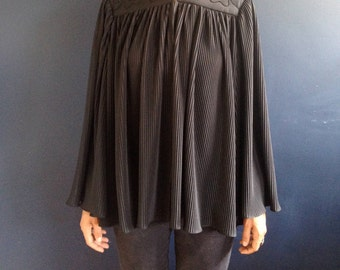Vintage 60's accordion pleated cape with sleeves sz M