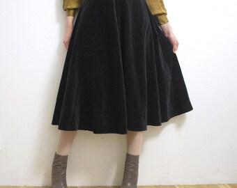 70s real cotton velvet skirt. black velvet skirt. below knee skirt. full velvet skirt - small to medium