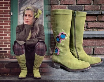 Oilily 7.5 wide or 8 Kiwi Green Suede Riding Boots Rare Color Size 38 Vintage Boho Bohemian Gypsy Artsy Artistic 80's Made in Italy