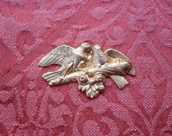 1 Vintage Red Brass Mama and Baby Birds Stamping