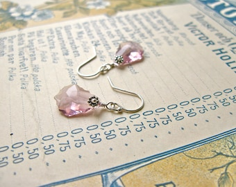 Baroque Nouveau short earrings in light amethyst/silver