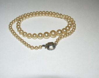Vintage Faux Pearl Necklace / Costume Jewelry / Estate Jewelry