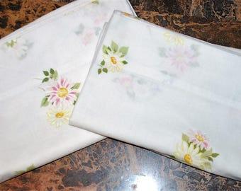 Pair of Vintage Pillowcases Morgan Jones Daisies