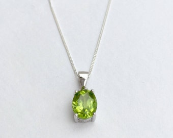Peridot necklace, natural peridot pendant, 925 Sterling silver peridot necklace, gemstone necklace, gemstone pendant, silver peridot jewelry