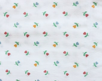 80's Floral Heart Tulip Cotton Fabric on White Country Kitsch Woven Material