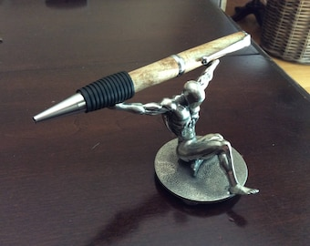 Easy grip twist pen in maple burl with chrome accents
