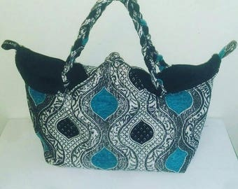 A pretty purse hauteur30cm furniture fabric, Largeur45cm handle 23cm, depth 17cm, with black cotton fabric lining