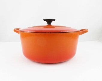 A 'Le Creuset' Dutch Oven - Enameled Cast Iron - Burnt Orange Color - Side Handles - Le Creuset - French Cuisine - Country Kitchen - France