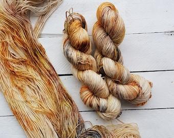 Cynefin - Beautiful Hand Dyed Speckalicious Skien