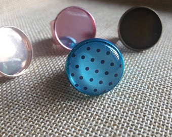 A pretty ring with 1 glass cabochon 20 mm polka dot colors
