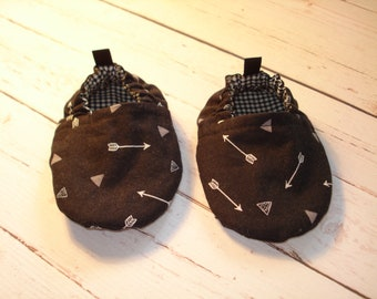 BABY SHOES -Black with Arrows