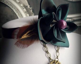 Collier ras de cou avec fleur en taffetas Esprit steampunk
