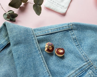 Donut brooch from Polymer clay - Donut pin - Miniature food brooch - Doughnut brooch - kawaii jewelry - contemporary jewelry - Fun pin