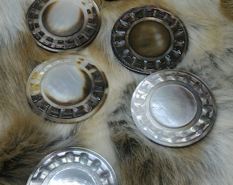 Fur large mother of Pearl buttons