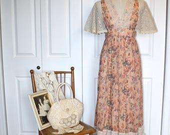 1970s GUNNE SAX Style Maxi Dress . Vintage 70s Bohemian Candi Jones of California Peach Floral Print Boho Hippie Dress . Size Small