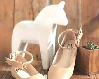 Women Slip on - Pointed toe flats! (Beige Color)