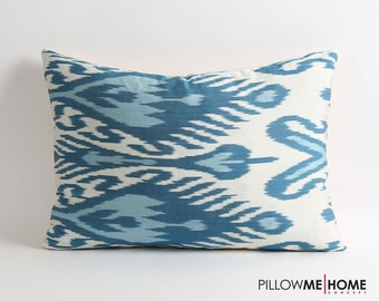 Blue ikat pillow cover // Navy blue white ikat throw pillow // decorative throw pillow cover // 14x20 accent pillow // sofa pillow