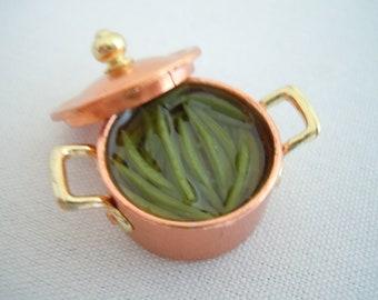 Miniature Green Beans ~ Pan of Green Beans ~ Artisan ~ Vegetables ~ Food ~ Cooking ~ Miniature ~ Fairy garden ~ Dollhouse ~ Accessories