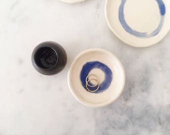 Ceramic ring dish // jewelry storage // Porcelain and Blue