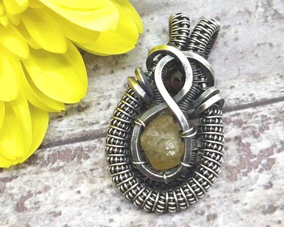 Gelbe und rote Granat Halskette berauschende Draht gewickelt