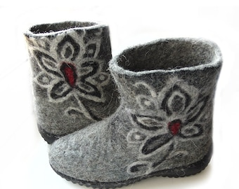 Winter felt boots. Felted wool boots in grey. Handmade shoes-winter boots-grey black-red color