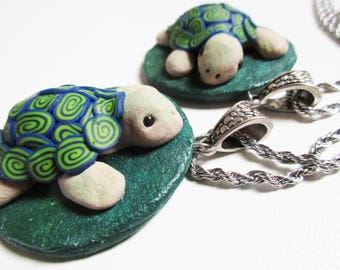 Two turtle necklaces, Friendship jewelry, Best friend present idea, gift from sister to sister, Green Polymer clay jewellery, cute animals