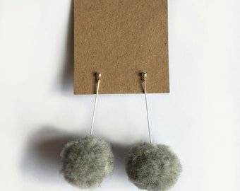 Pom-pom earrings- (Grey)