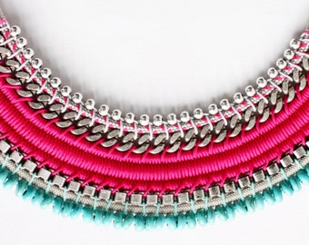 HONDA fuchsia bib necklace, decorated with chains and turquoise howlite beads