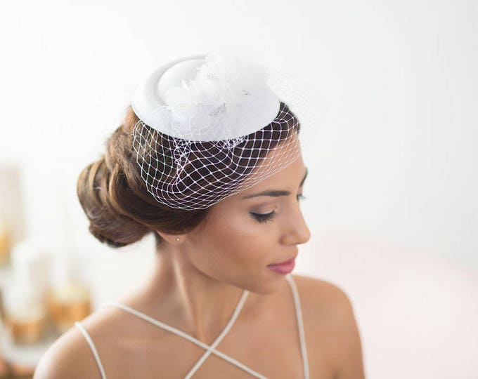 White bridal hat, factinator hat, veil hat, pillbox wedding hat, bridal fascinator, vintage bride headpiece, birdcage hat, Bridal mini hat