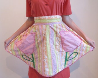 Pink Tulip Half Apron, Floral Cotton, Tulip Pocket Appliques, Handmade, Self Trim Band, Self Trim Apron Strings, RicRac, Very Good Condition
