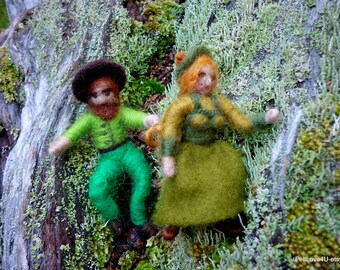 Small Colonial Bendy Dolls© This set is of Mum and Dad.4cm tall. Designed for dolls house or outdoor play.