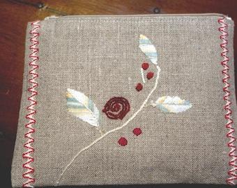 Trousse en lin branche fleurie et croquet bicolore broderie main