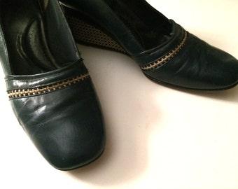 Vintage Shoes Women's 60's Wedges, Leather, Navy Blue, Tan, Woven, Mod (Size 5)