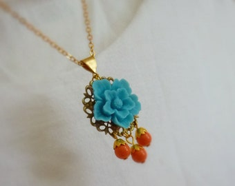 Flower Cabochon Pendant Gold Necklace